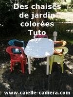Des chaises de jardins colorées